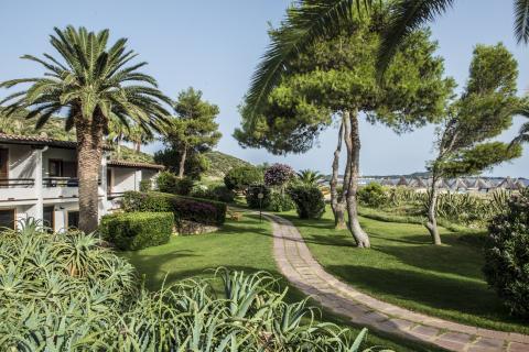Pad naar privé strand bij Residence in Sardinië.