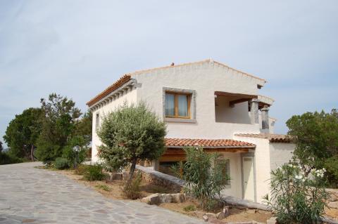 Buitenaanzicht Villa Monti di Mola, Sardinië