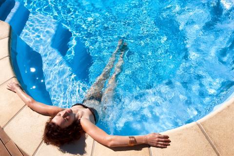 Sardinië en afkoelen in het zwembad