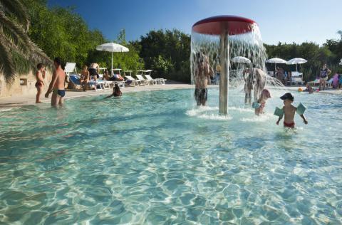 Resort Sardinië aan het strand met kinderbad