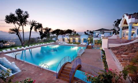 Het prachtige zwembad van deze top accommodatie.