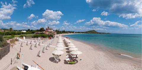 Hotel met eigen strand, baai Pula