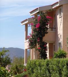 Buitenaanzicht Villaputzu in Sardinië.