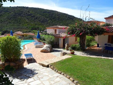 Modern vakantiepark met zwembad, Noord Sardinië