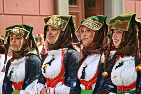 Sardinie bezienswaardigheden: Kleurrijke klederdracht