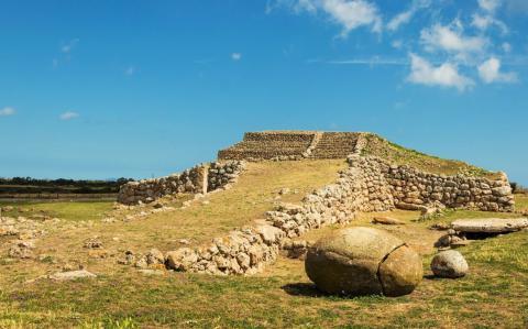 Bijzondere Sardinie bezienswaardigheid - Monte d'Accoddi